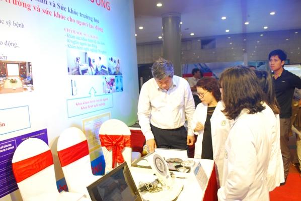 Khoa Tâm sinh lý Ecgônômi tham gia trưng bày gian hàng thiết bị thực hiện công tác an toàn vệ...