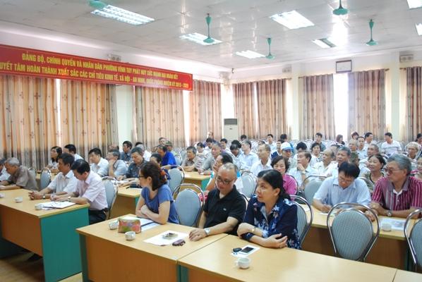 Thực hiện chiến dịch truyền thông và hỗ trợ các sản phẩm phòng chống dịch sốt xuất huyết trên địa bàn phường Vĩnh Tuy.