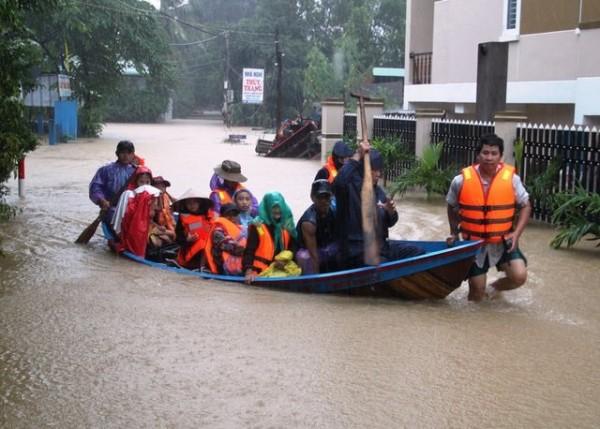 Người dân chủ động phòng chống dịch bệnh mùa mưa, lũ
