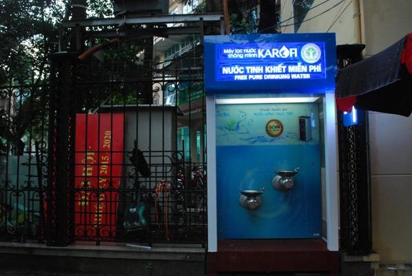 Viện Sức khỏe nghề nghiệp và môi trường lắp đặt cây lọc nước sạch miễn phí cho người dân trên...