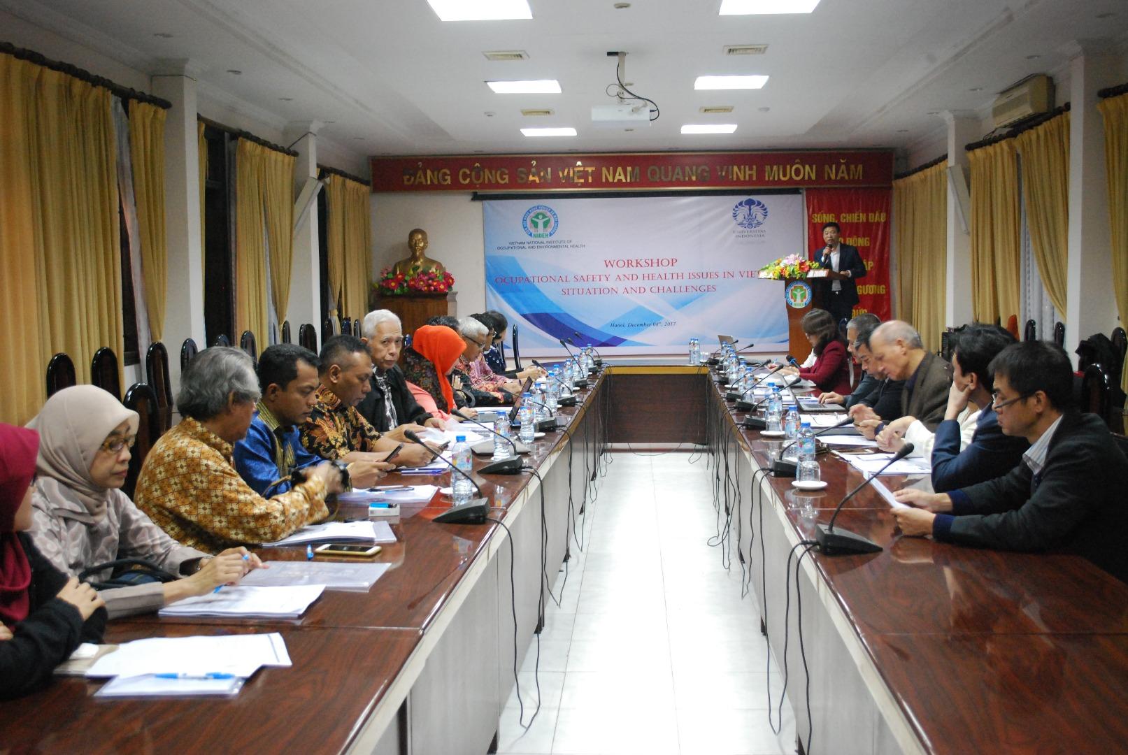 """LỚP TẬP HUẤN """"Các vấn đề An toàn vệ sinh lao động tại Việt Nam - Thực trạng và thách thức"""" cho các giảng viên trường đại học Indonesia"""
