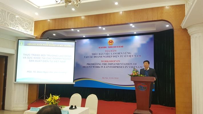Lãnh đạo Viện SKNN & MT tham gia buổi tọa đàm Thúc đẩy việc làm bền vững tại các doanh nghiệp điện tử Việt Nam.